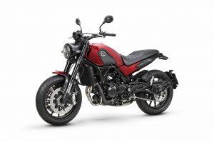 אופנוע כביש אדום שחור